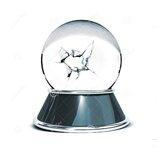 bola-de-cristal-sobre-el-fondo-blanco-y-el-vidrio-quebrado-plantilla-para-los-diseñadores-4875...jpg